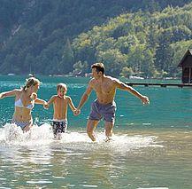 Badespaß am Attersee (c) Oberösterreich Tourismus GmbH_Hermann Erber