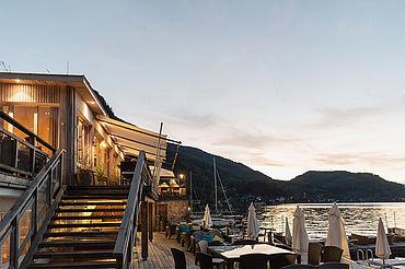 Restaurant Bootshaus mit Terrasse, © www.traunseehotels.at.