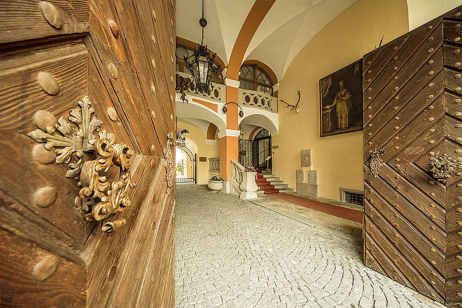 Eingang, (c) Schlosshotel Mondsee
